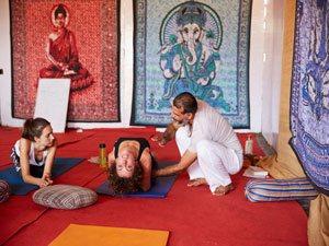 200 hours yoga teacher training india